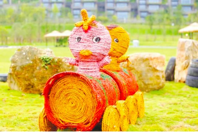 青岩古镇又添新元素 西门浪漫谷展示稻雕艺术