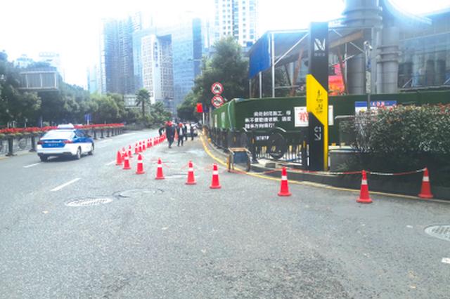 北京路市南路周边都很堵 施工单位都在抢修