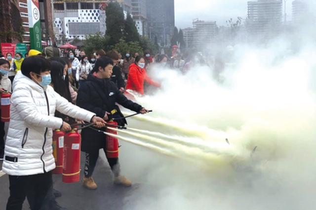 贵阳大型商场开展消防演练