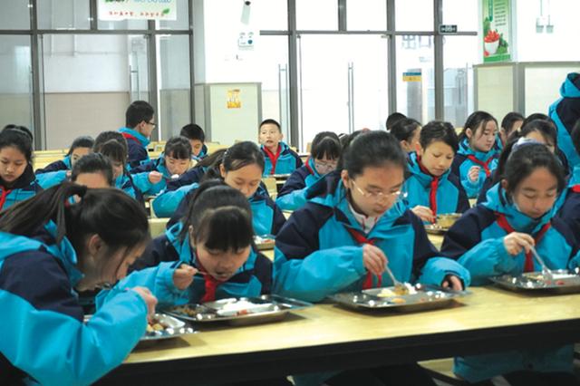 """南明区第一实验中学 每顿餐食都留""""一本账"""""""