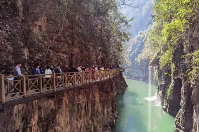 """旅游淡季,""""健身游""""让贵州南江大峡谷热度不减"""