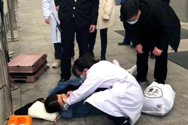 贵州铁警:节日坚守岗位 温暖旅客回家路