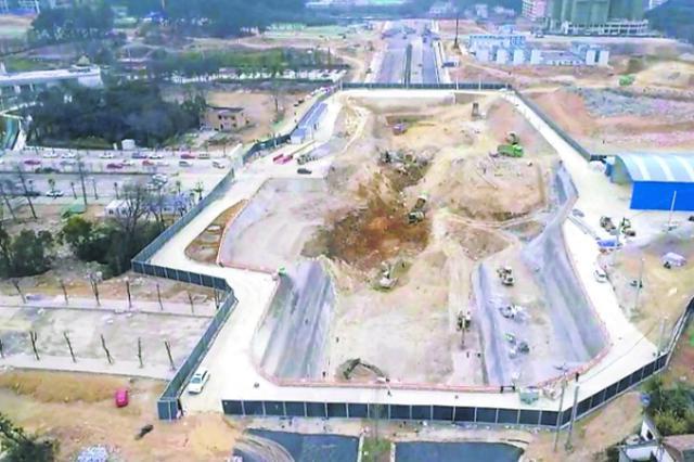 建设者春节假期留岗施工 轨道交通建设有序推进