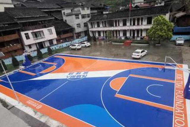 蔡崇信和欧文捐建的小学篮球场在贵州黎平落成