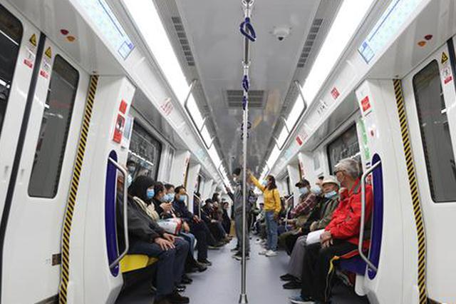贵阳地铁2号线开通了!不少市民尝鲜体验