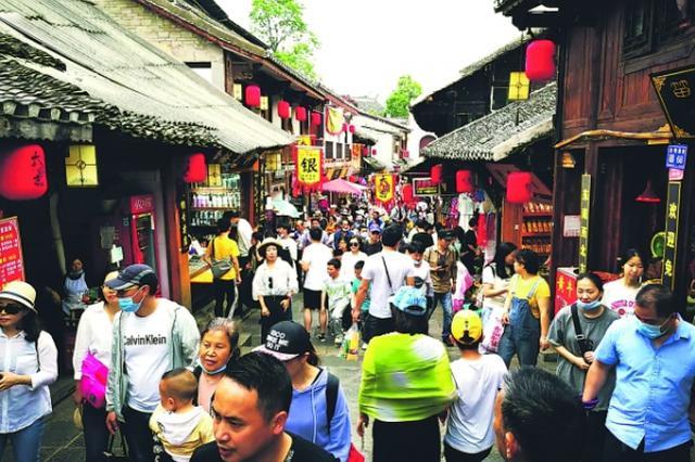 """今年""""五一"""",3400余万人""""黔中游"""",贵州实现旅游收入167."""