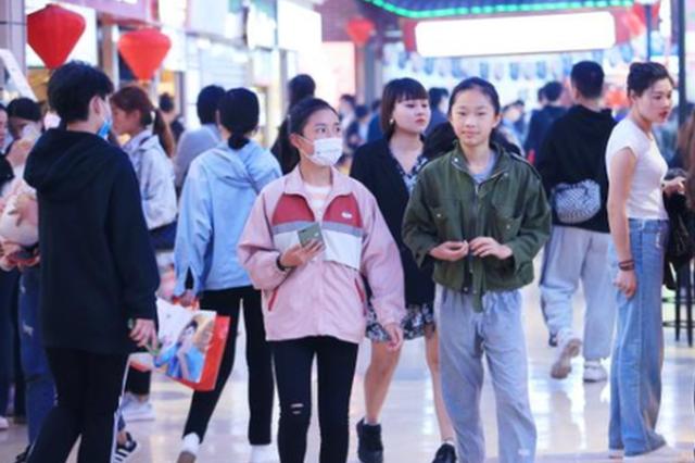 """""""五一""""长假贵阳商场超市人气旺 市民畅享好时光"""