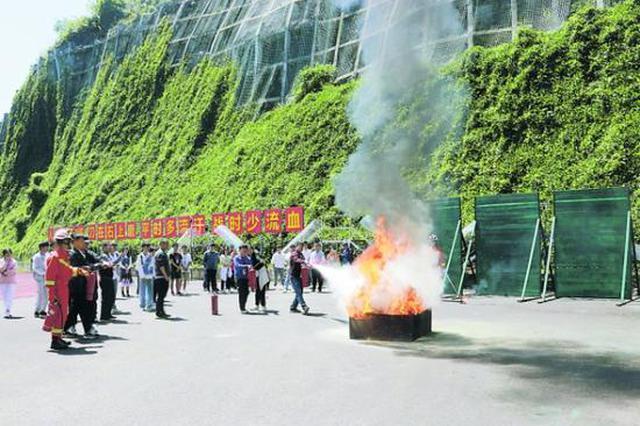 贵州财经大学师生零距离学习消防救援知识