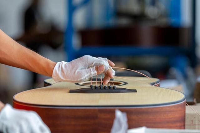 贵州黔西:吉他订单生产忙