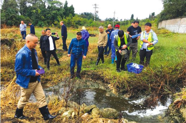 省生态环境厅牵头彻查修文县谷堡镇黑色污水现象