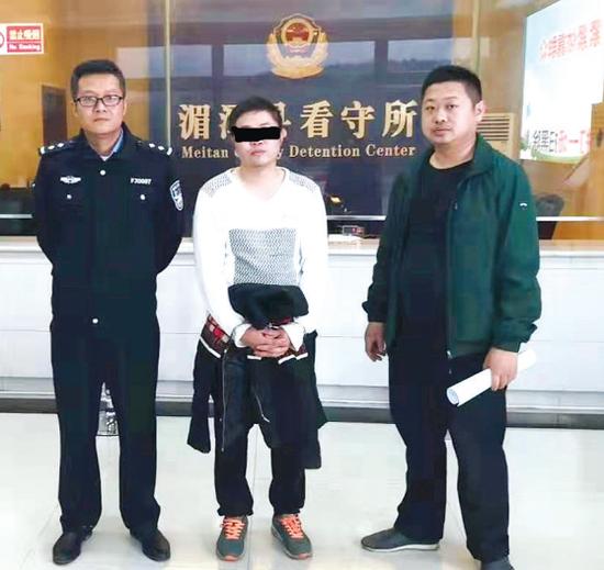 邹某某被警方抓获。