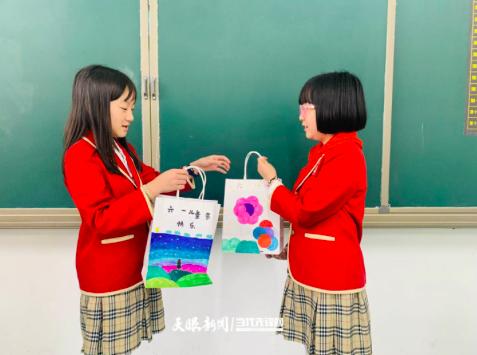 """久别重逢的同学!贵州孩子这样遇见""""六一"""""""