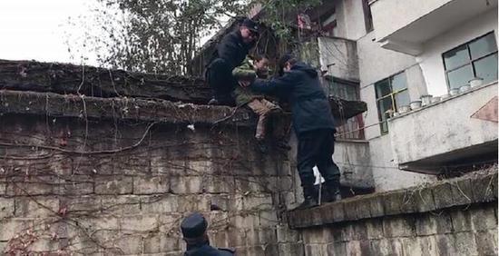 救援现场。 图由警方提供