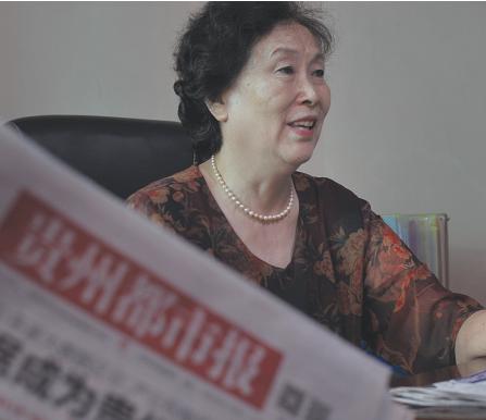 董奶奶在与记者交流