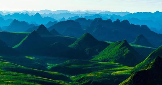 《阿西里西大草原峰林》