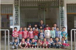 乌英教学点目前有一、二年级及一个幼儿班。其中,广西籍学生18名,贵州籍学生9名。