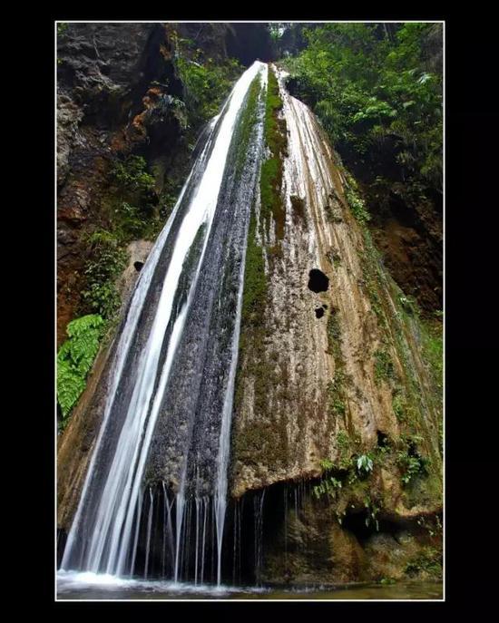 南江大峡谷钙化瀑布