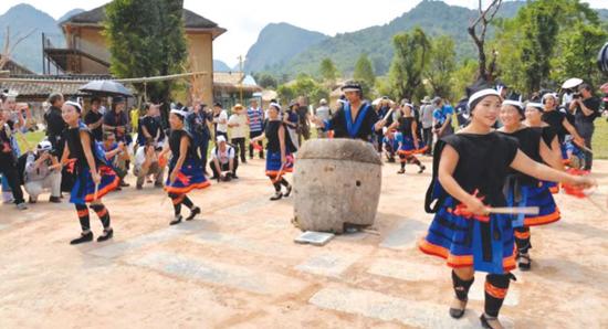 古寨里面的民族舞蹈。