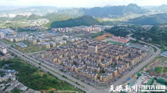 兴义市洒金街道新市民居住区鸟瞰。