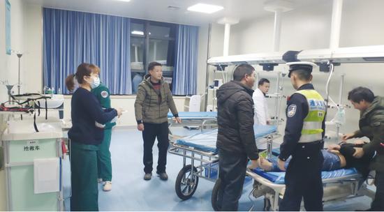 病人被及时送往医院