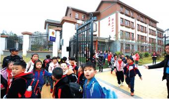 恒大援建的学校。