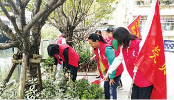 贵阳市西社区 党员志愿者打扫卫
