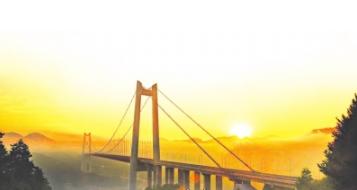 """为建设""""贵瓮高速"""",改善黔中经济区交通条件提供建行方案。"""