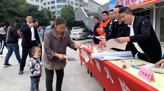 修文县开展第31个国际减灾日宣传活动