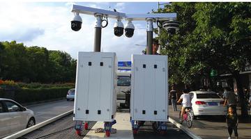 巡逻机器人现身花溪街头 可360度旋转拍摄