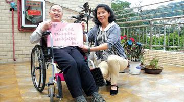 73岁孤残老人开心住进养老院