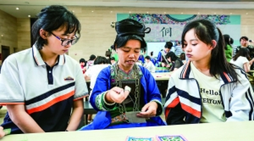 贵阳:学习民族文化 领略侗绣之美