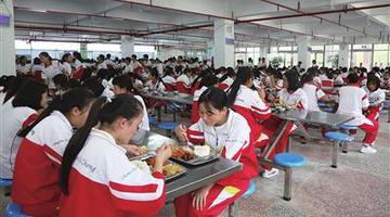 长顺:营养改善计划让2.4万学生受益
