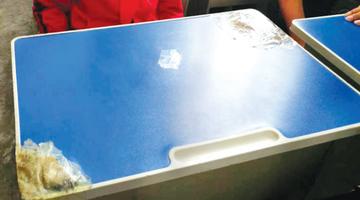课桌椅损坏,学生要赔偿?