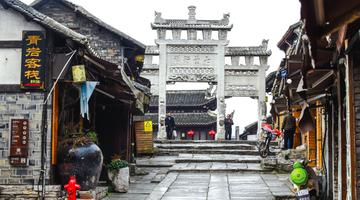 青岩古镇今日恢复开放