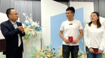 """清镇市婚姻登记处增设特邀""""颁证人"""""""