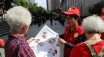 贵阳市水务局党员志愿者开展节水周宣传活动