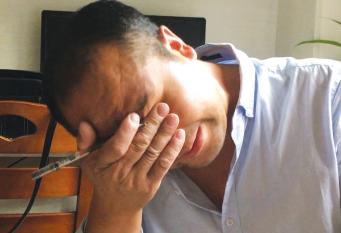 提及妻子,赵先生哭成泪人。