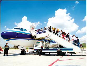 旅客登机。