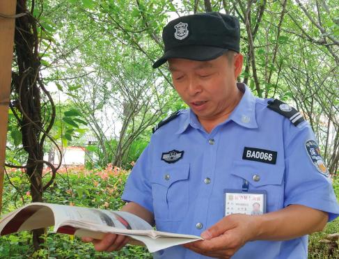 57岁保安今年第二次高考
