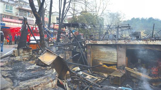 烧毁的房屋大部分是木?#24335;?#26500;