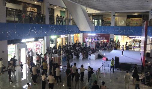 中国好声音黔东南赛区海选赛大幕拉开!蝴蝶谷购物公园舞台战况火爆!