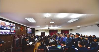 云岩区人民法院审理涉黑涉恶案件庭审现场。