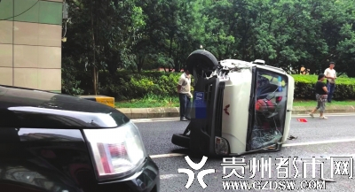 渔安隧道4车连撞 所幸无人员伤亡