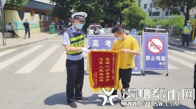 贺先生送锦旗。