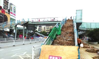 被拆除的人行天桥。
