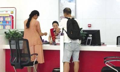 王先生咨询银行大堂经理。