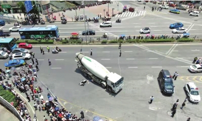 7月17日,贵阳市海马冲路与头桥路交叉口,一辆水泥罐车与一辆二轮电动车发生交通事故,致2人当场死亡。