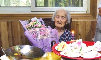 7月28日,张开益补过117岁的生日。