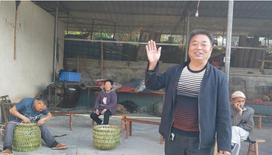 刘仁平和他的妈妈伯伯们。