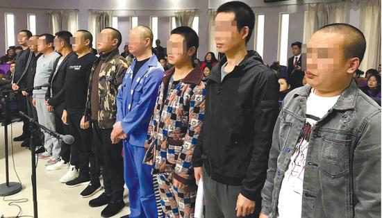 10名被告人受审